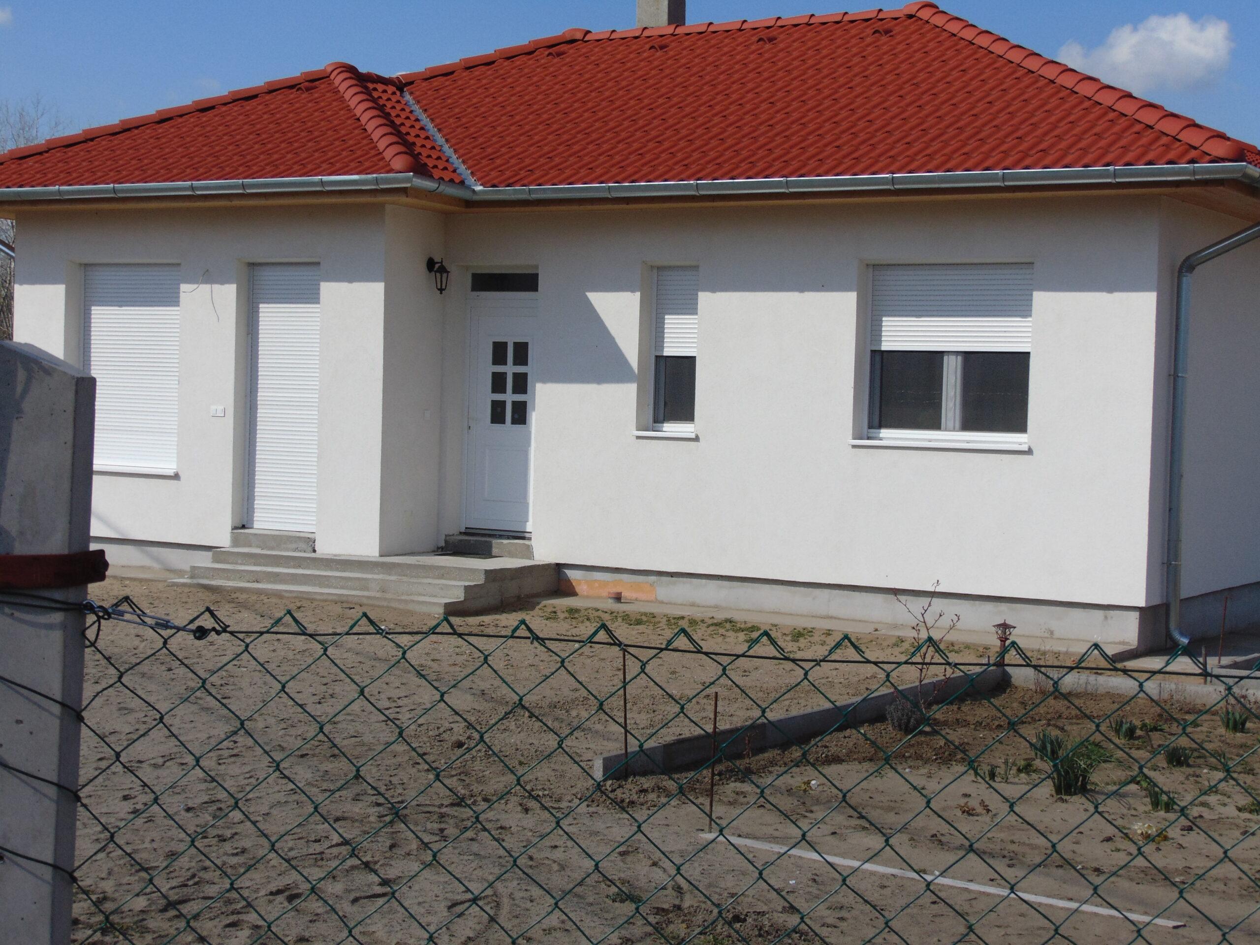 60 m-es nappali+ 2 szobás családi ház, Kadafalván telekkel, napelemmel!