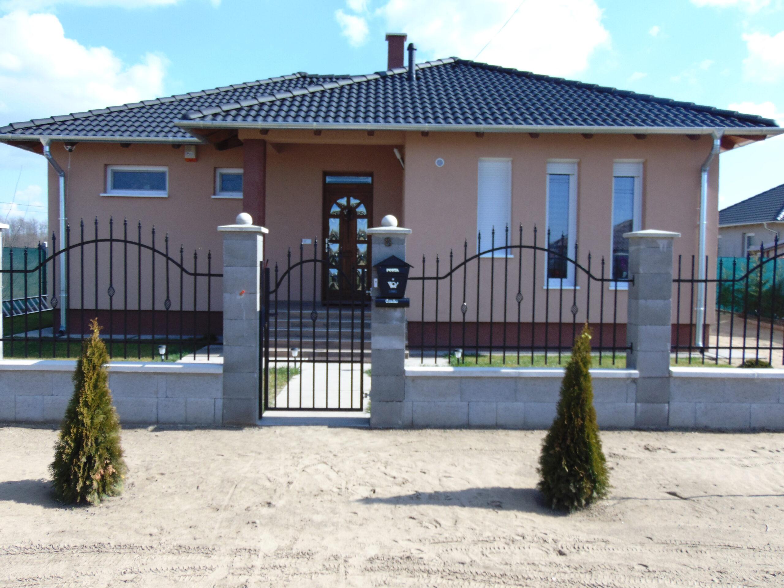 Kecskemét Ballószögön megrendelhető egy 73 m²-es családi ház, saját telekre, napelemmel!