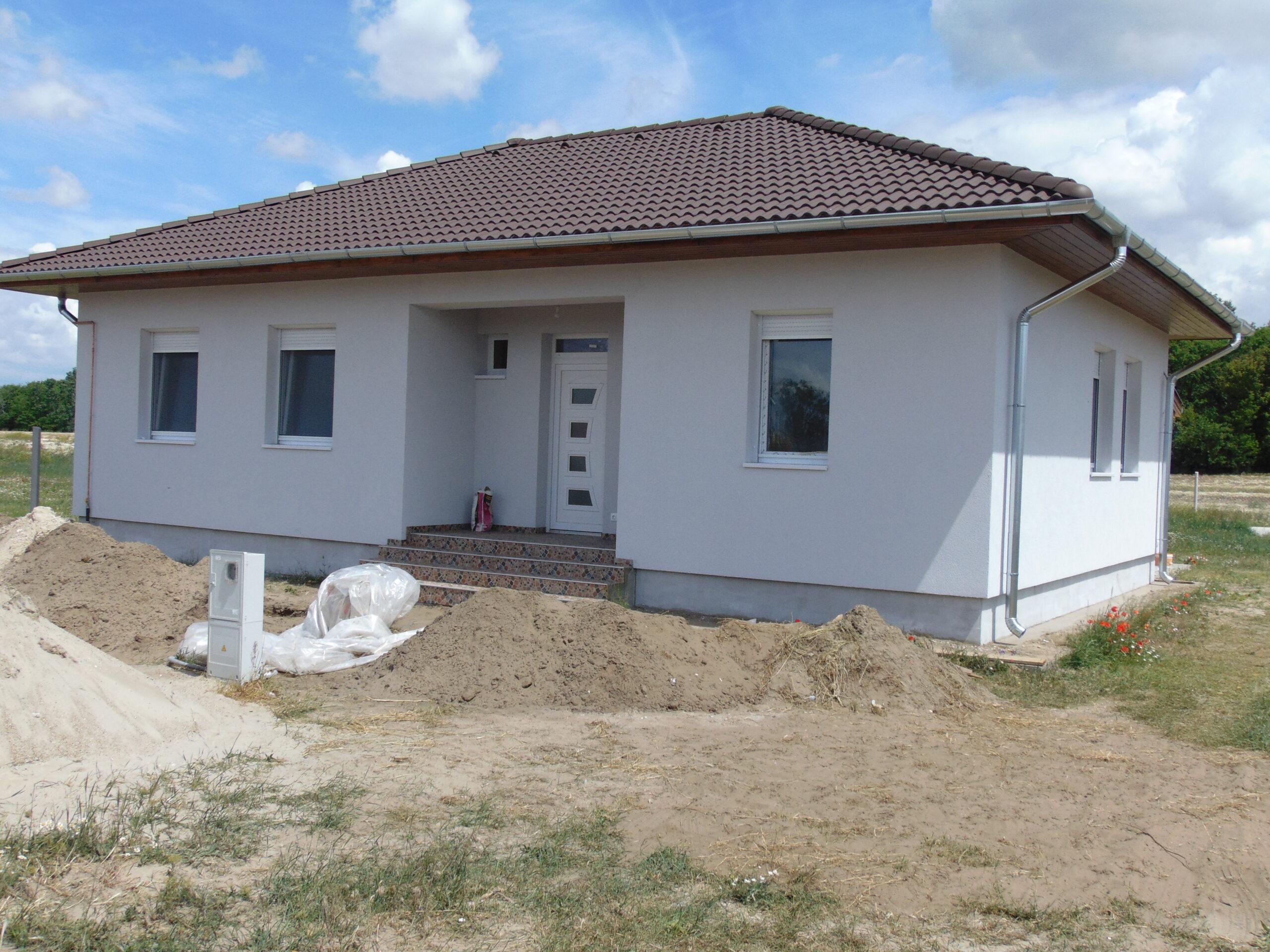 82 m²-es nappali + 3 szobás családi ház megrendelhető, Kadafalván telekkel, napelemmel!