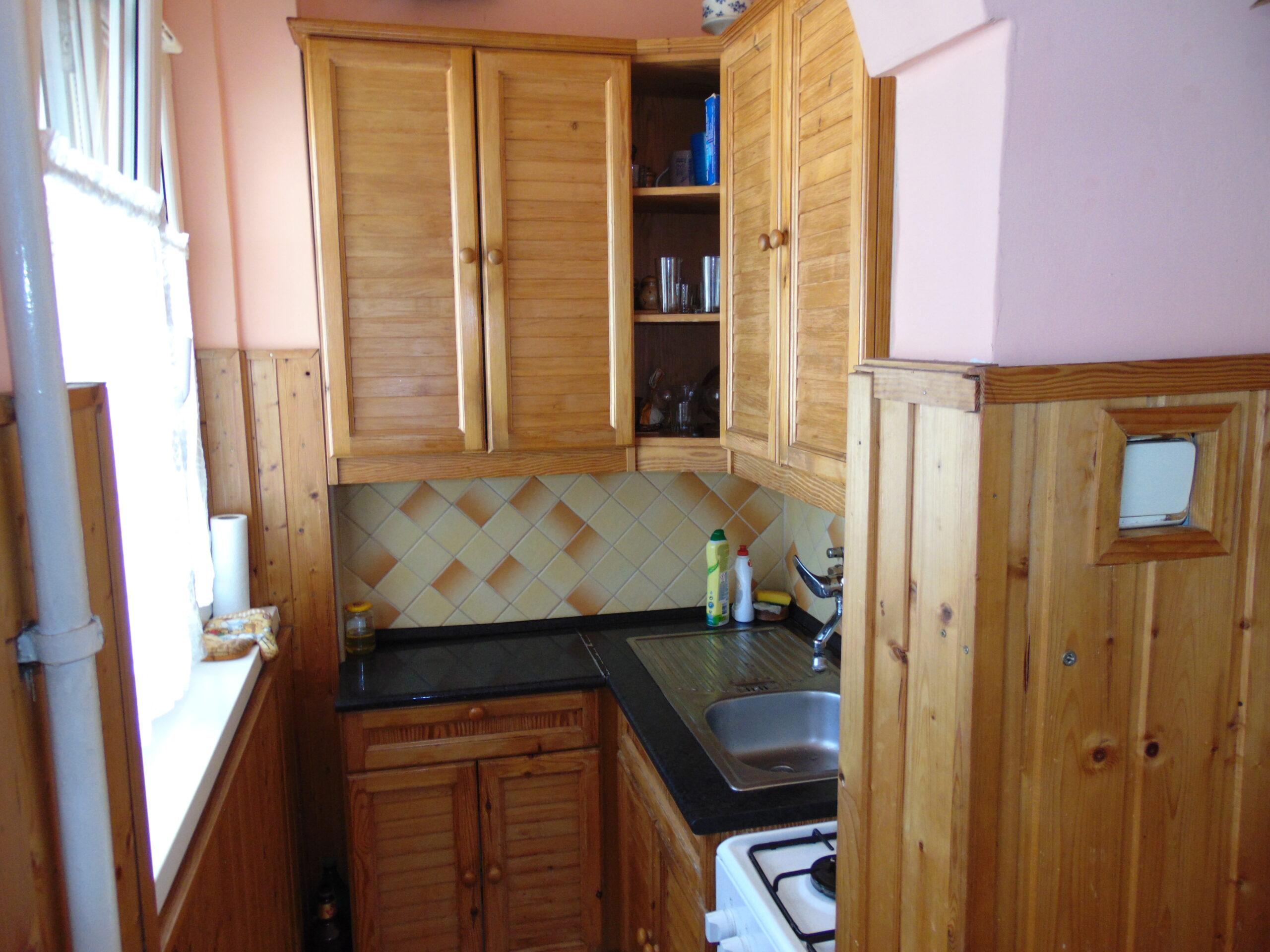Eladó 2 szobás egyedi fűtésű tégla lakás , a Hunyaidvárosban!
