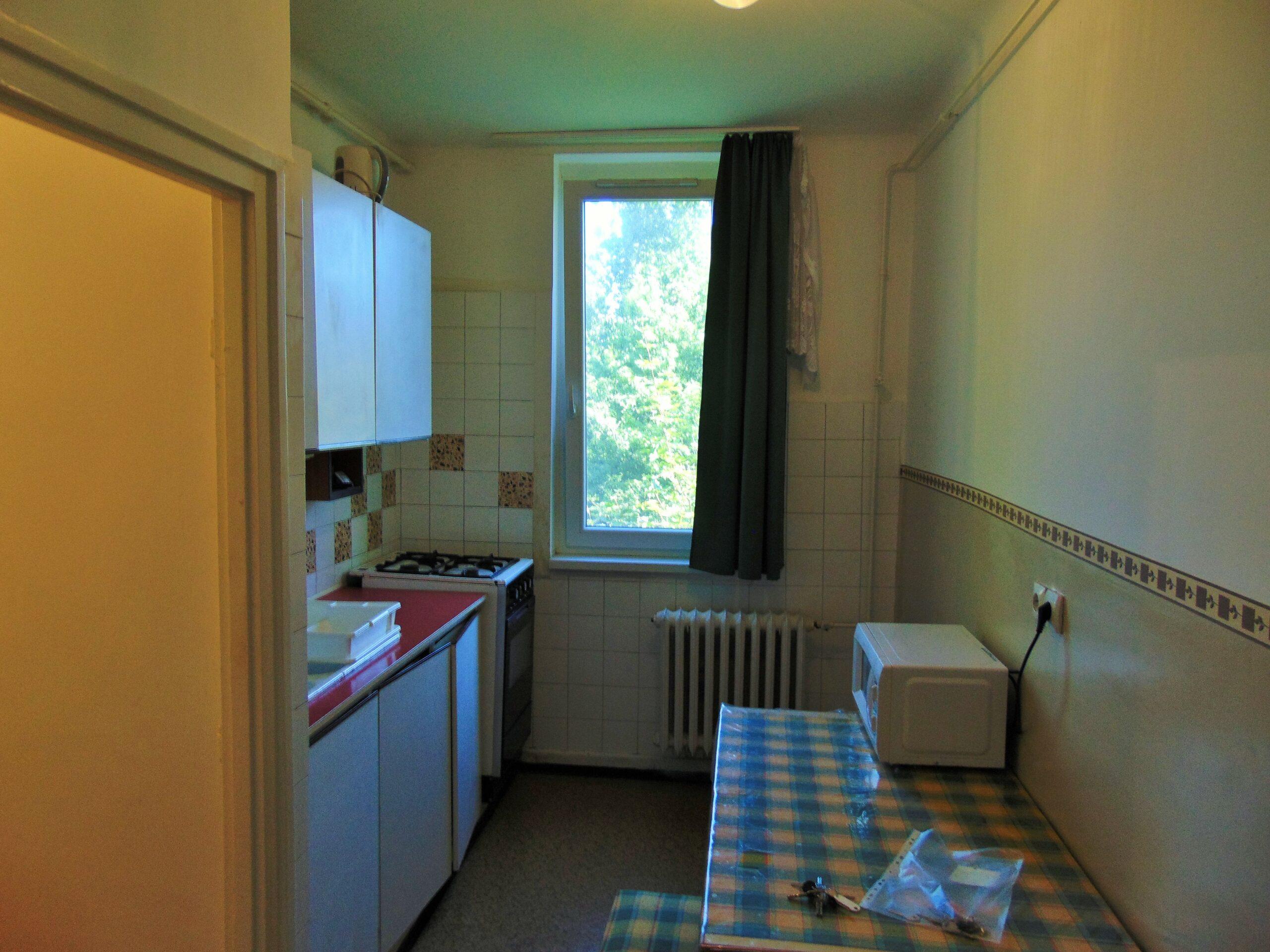 Kiadó Kecskeméten két szobás, erkélyes lakás, REZSIVEL 4 főnek!