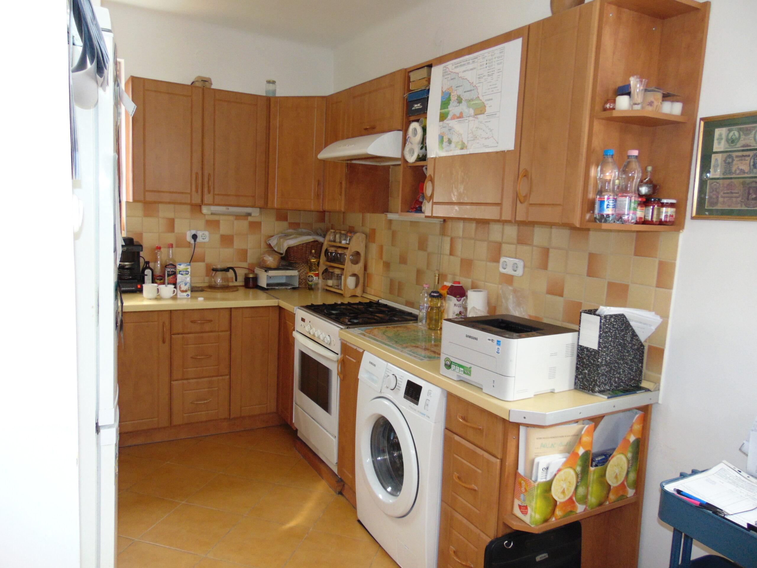 Eladó kétrendbeli 99 m²-es 5 szobás tégla lakás a Hunyadi-városban!