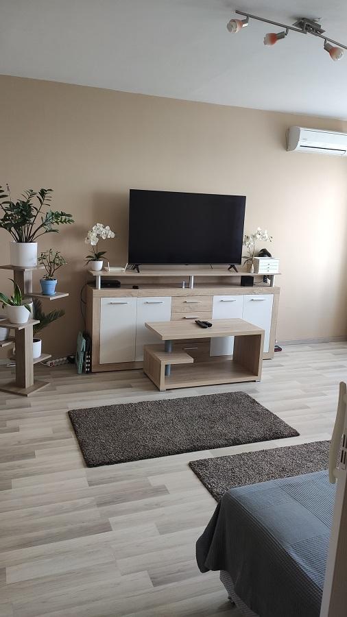 Kecskemét belvárosában eladó egy 55 m²-es 2 szobás felújított lakás!